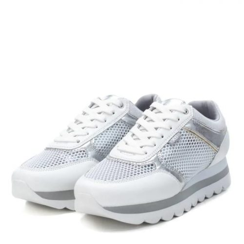 Sneakers blanca y plata en Pasodoble Palencia