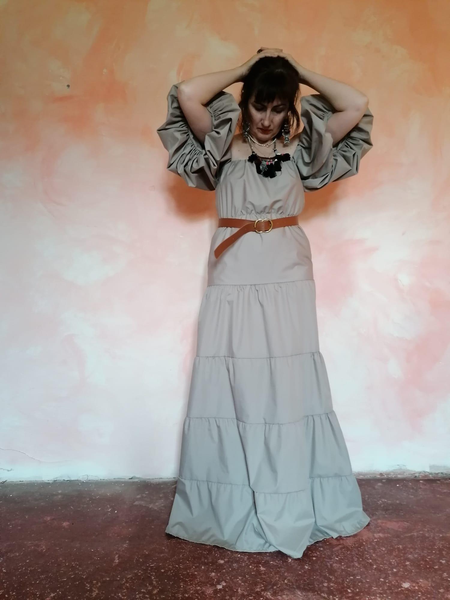 Vestido maxilargo con mangas abullonadas de Pasodoble en Palencia