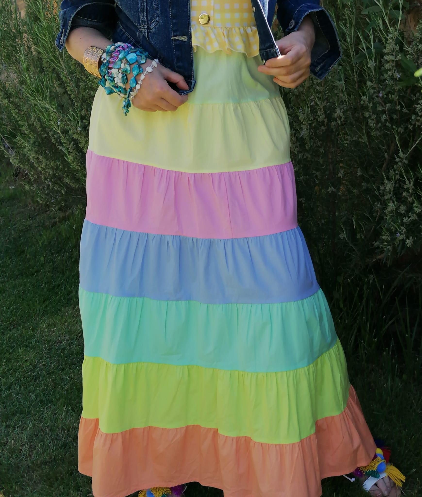 Falda color arcoiris de Pasodoble en Palencia