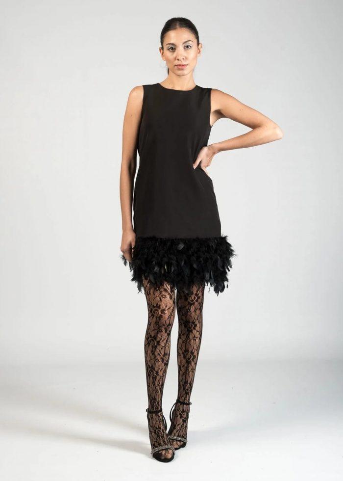 Vestido mini con remate en plumas en Pasodoble Palencia